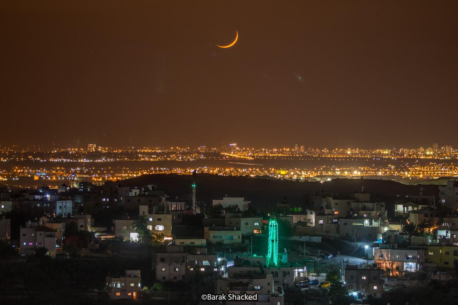 צילום ירח מעל מסגד