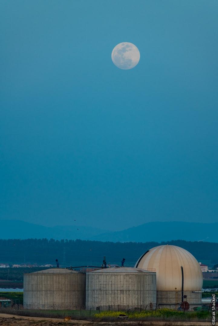 צילום נוף עם ירח מלא