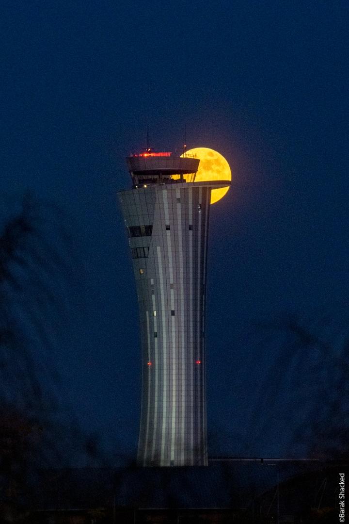 מגדל פיקוח ירח